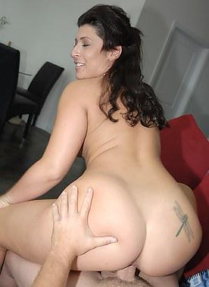 Free Brunette Moms Porn Pictures