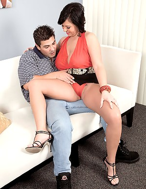 Free Moms Seduction Porn Pictures